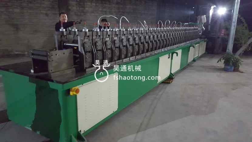 根据台湾冷弯成型机改进的牌坊结构