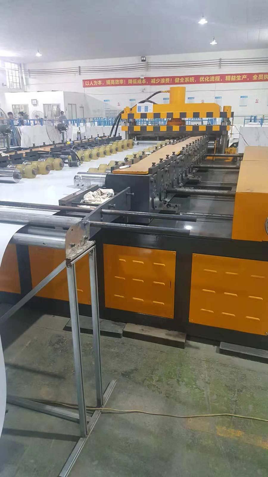 彩钢墙板冷弯成型机调节宽度结构