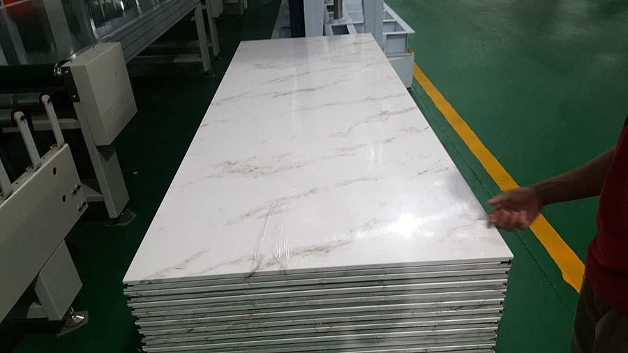 彩钢墙板冷弯成型机生产出来的快装墙板
