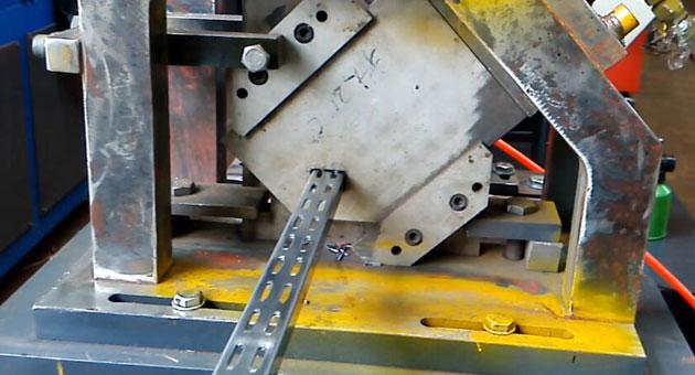 冲孔U型槽冷弯成型机